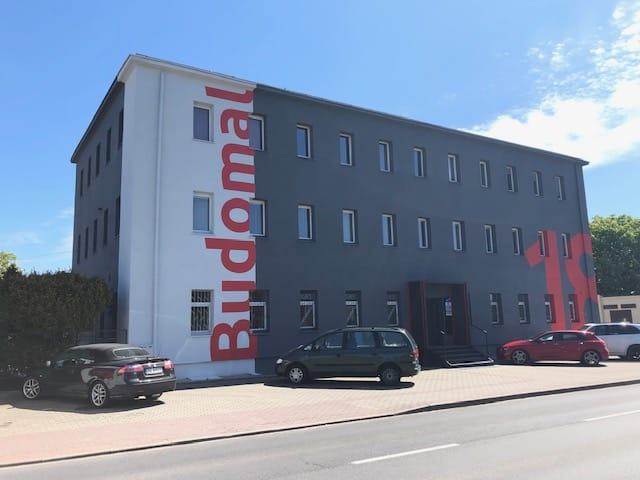 Siedziba firmy – biurowiec przy ulicy Franciszkańskiej w Koszalinie